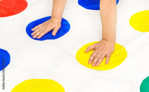 Fotografie, Obraz  Child's hands on twister game