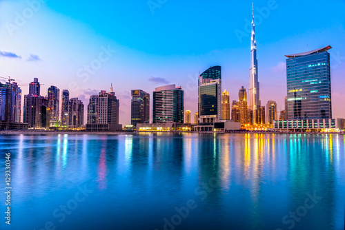 Photo  Dubai skyline at dusk