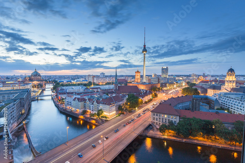 Staande foto Berlijn Berlin skyline with Spree river at night, Germany