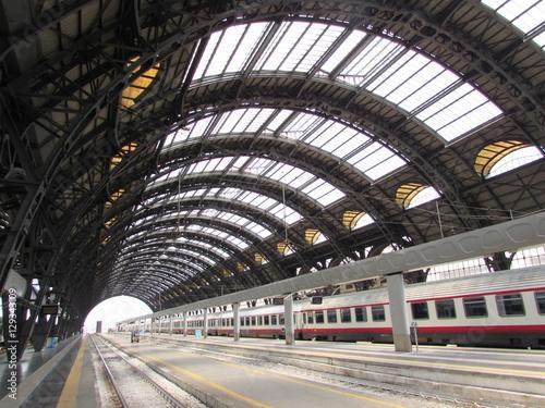 Photo Stands Train Station Stazione Centrale di Milano - viaggiare