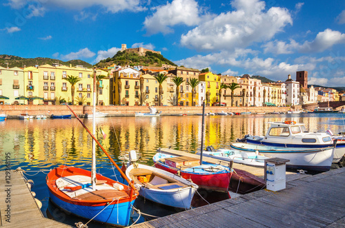 Photo Colorful houses and boats in Bosa, Sardinia, Italy, Europe