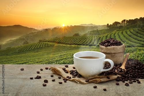 Foto op Aluminium Zwavel geel Hot Coffee cup with Coffee beans on the wooden table and the pla