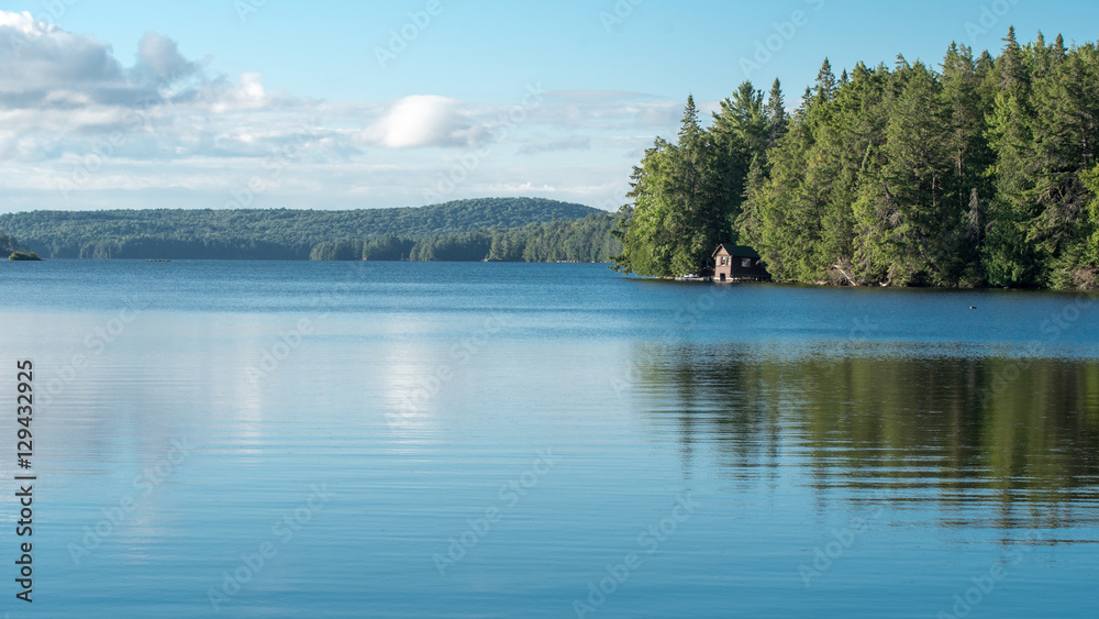 Fototapety, obrazy: Cabin on a lake in Algonquin Provincial Park