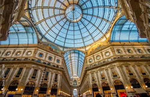 In de dag Milan Galleria Vittorio Emanuele Milan, Italy