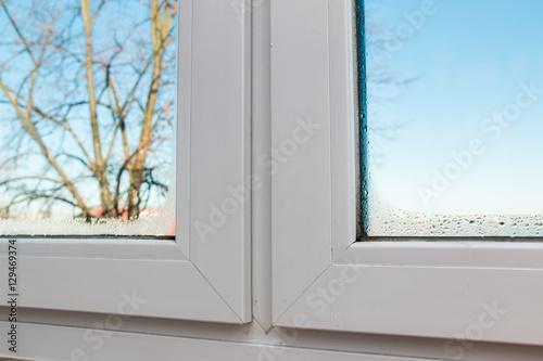 Fenster Innen Feucht fenster feuchtigkeit von innen - buy this stock photo and explore
