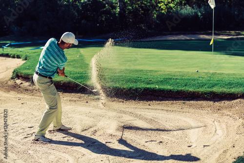 Plakat Golfista w piaskowej pułapce