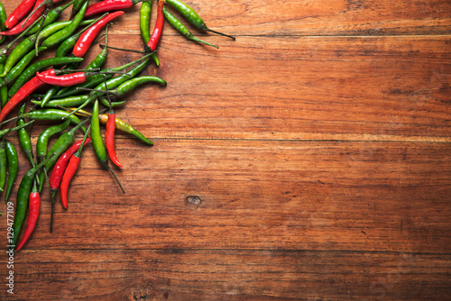 Photo  Red and green chilli on wooden table background