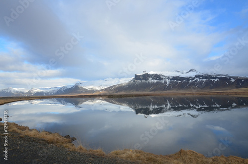 Foto auf Gartenposter Reflexion Ice and Snow on Mountains in Iceland Reflecting in Water
