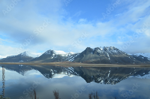 Foto auf Gartenposter Reflexion Gorgeous Reflections of Mountains in Iceland