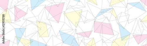 pastelowe-trojkaty-na-bialym-tle