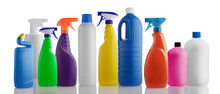 Reihe Von Putzmittel-Flaschen