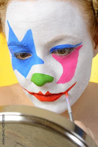 Clown Karneval Fasching Oder Fastnacht Beim Schminken Buy This