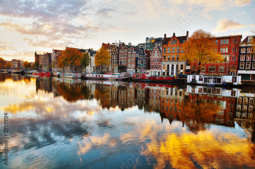 Amsterdam city view with Amstel river Canvas-taulu