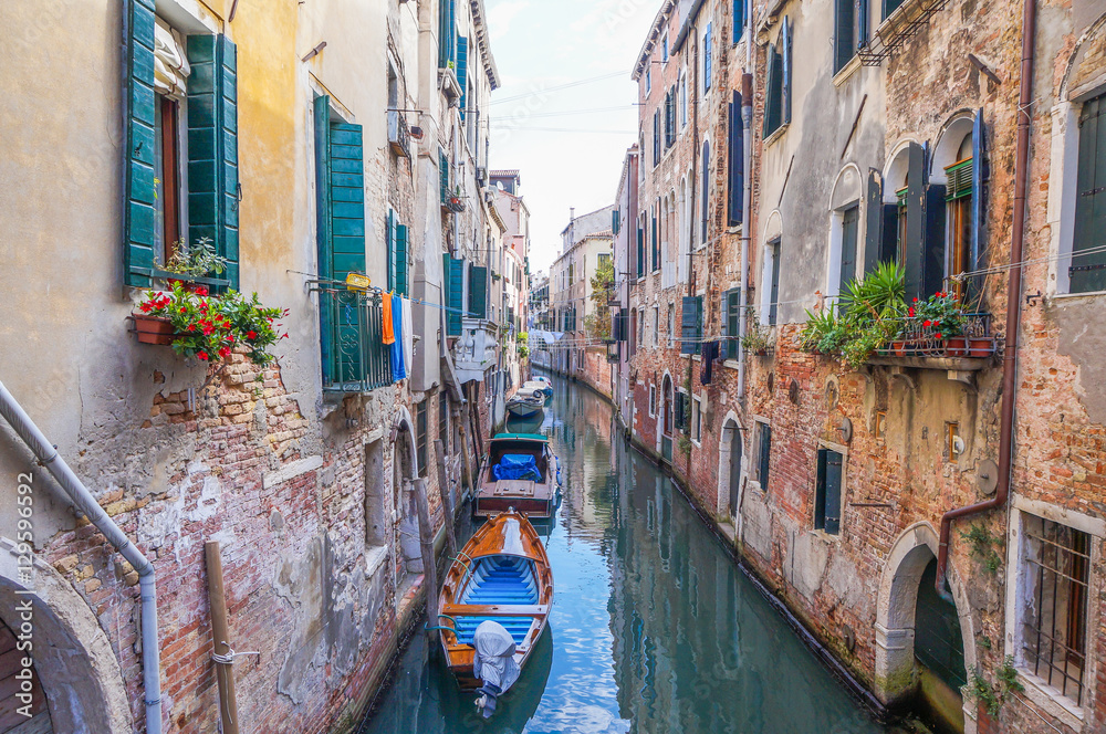 Fototapety, obrazy: Narrow canal in Venice