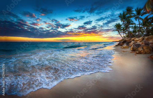 Foto op Plexiglas Nachtblauw Sunrise over the beach