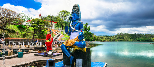 Photo Landmarks of Mauritius - Grand bassin hindu temple on the lakeside