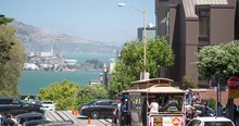 San Francisco Hyde Street Cable Car And Lombard Street. Tourists Traveling To The Crooked Street, Fisherman's Wharf, And Alcatraz Island.