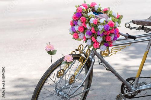 Foto op Plexiglas flower bicycle basket