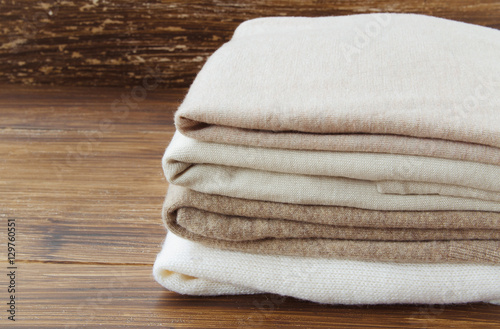 Fotografía  Stack of knitted clothes in nude beige tones