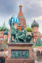 Fototapeta na wymiar St. Basil Cathedral in Moscow