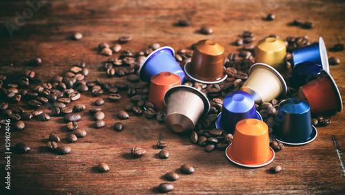 Fotografia  Colorful espresso capsules on wooden background