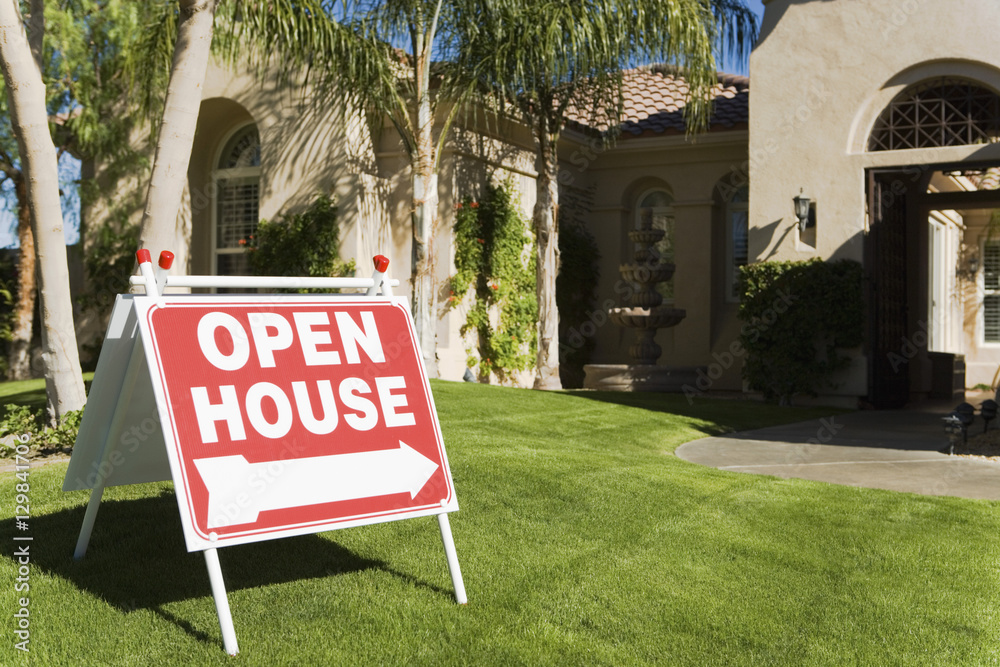 Fototapety, obrazy: Open house sign in front of a house