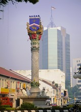 City Crest With Cat Statues At Base, (in Malay 'Kuching' Is 'cat'), Kuching, Sarawak, Island Of Borneo, Malaysia