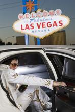 Elvis Presley Impersonator Ste...