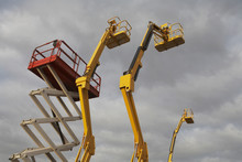 Hydraulic Lift Machines Agains...