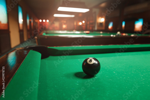 Canvas Print Sphere number 8 opposite to a billiard pocket