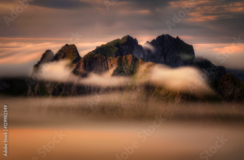 Foto auf Gartenposter Gebirge Cloudy mountains