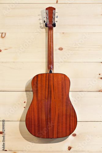 Spoed Foto op Canvas Muziekwinkel Gibson red guitar on wood grain wall