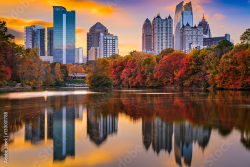 Fotografía  Atlanta, Georgia, USA autumn skyline at Piedmont Park.