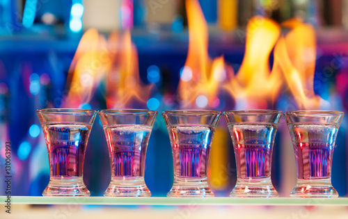 Tablou Canvas Five shot glasses with flaming cocktails