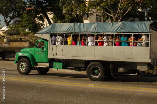 Carros Antigos em Cuba e outros tipos de transporte utilizados na ilha Canvas Print
