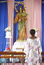 Prayer To Mary In An African C...