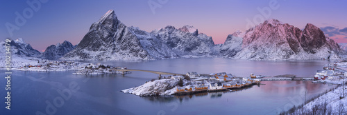 Photo  Reine on the Lofoten islands in northern Norway in winter