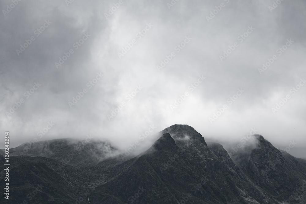 Fotografia Gloomy mountain landscape. Matte photo processing.