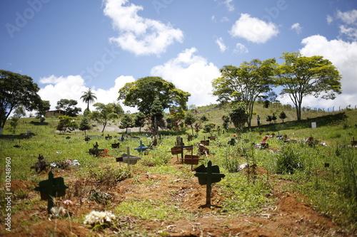 Fotografía  Sencillo cementerio en Brasil