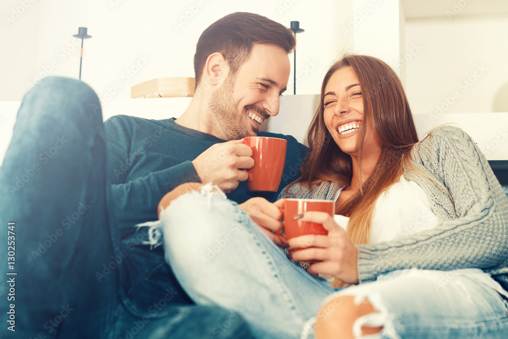 Fototapety, obrazy: Happy young couple at home