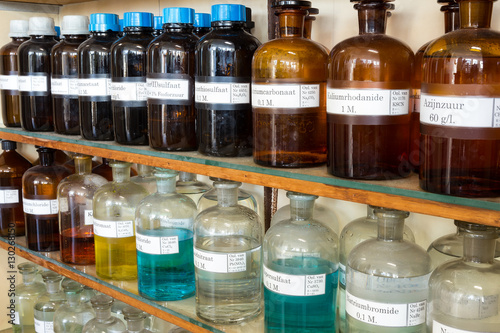 Fotografia  Rows of liquid chemicals in bottles at chemistry