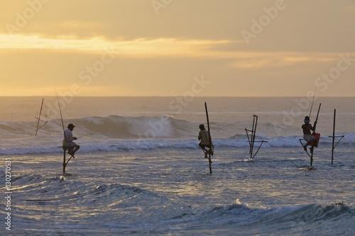 stilt-rybakow-w-weligama-poludniowe-wybrzeze-sri-lanka-azja