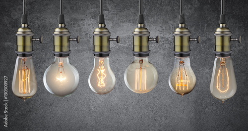 Papiers peints Retro Vintage hanging light bulbs over grunge wall