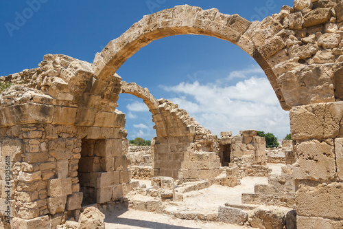 Photo sur Aluminium Ruine Ruins of the old castle built on top of the ancient Pafos city,