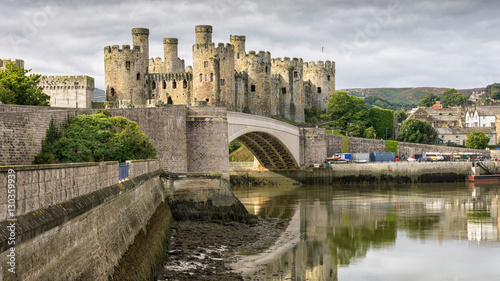 Cuadros en Lienzo Conwy Castle is a medieval fortification in Conwy, on the north coast of Wales