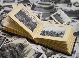 stary album ze zdjęciami z wojny z 1940 roku