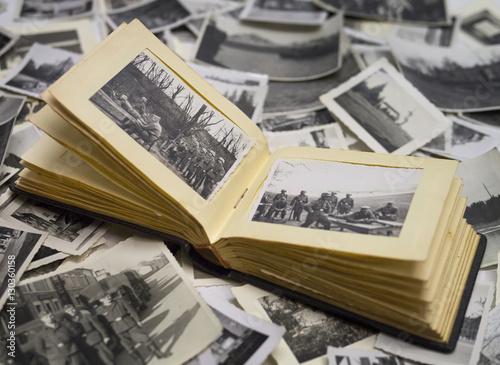 altes fotoalbum mit bildern vom krieg 1940 Canvas Print