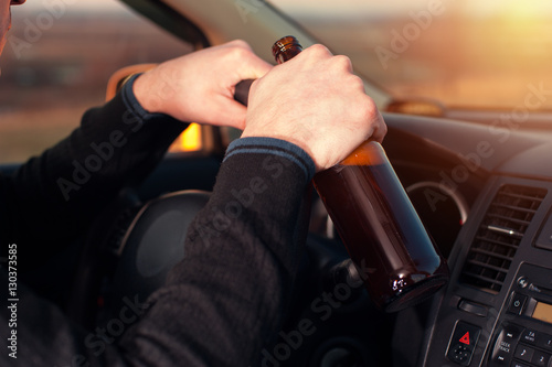 Fotografia, Obraz  Young drunk man driving a car and drinking beer