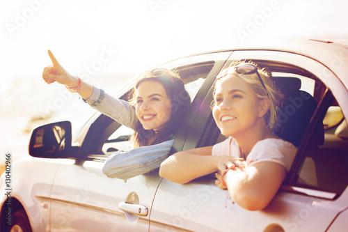 Fotografie, Tablou  happy teenage girls or women in car at seaside
