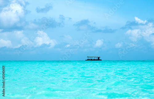 Spoed Foto op Canvas Turkoois beach and tropical sea